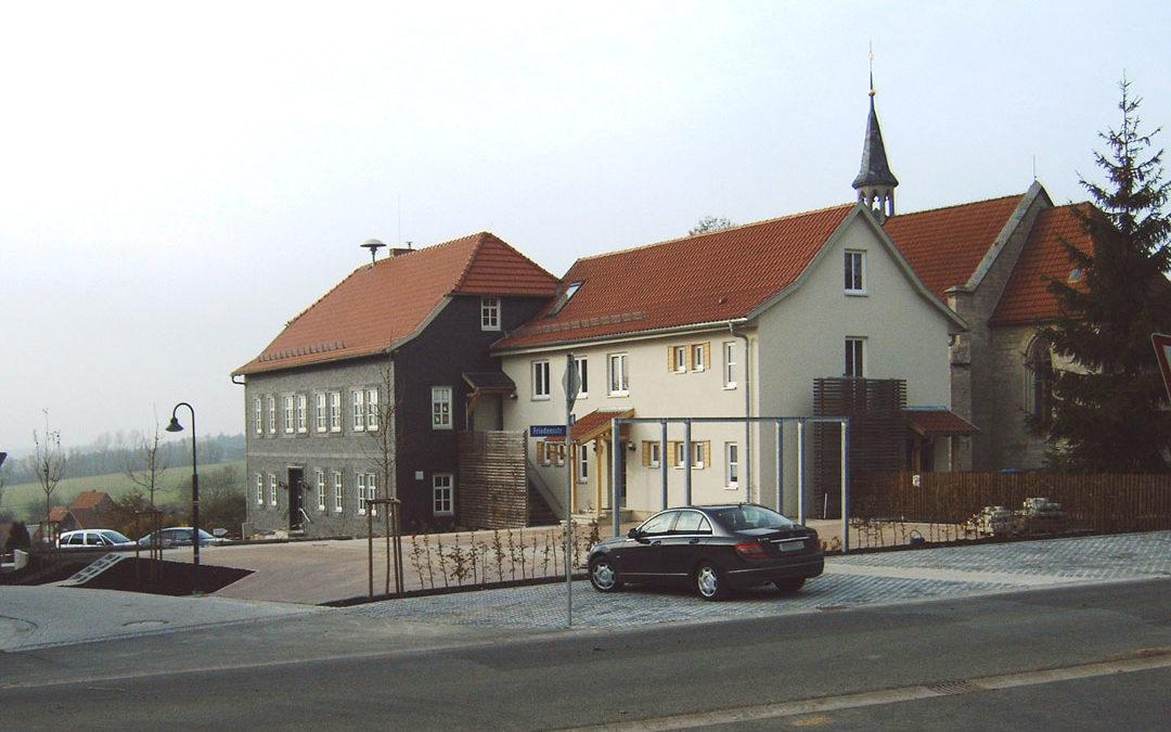Gemeindehaus und Kindergarten